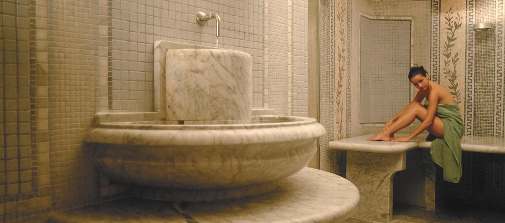 Progettazione e costruzione bagno romano